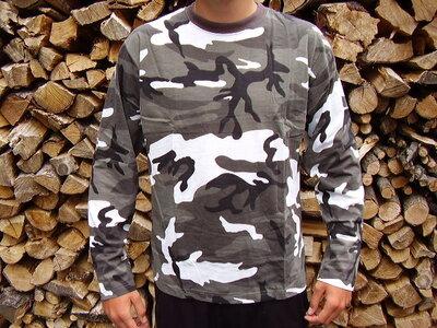 T-shirt lange mouw camouflage urban.